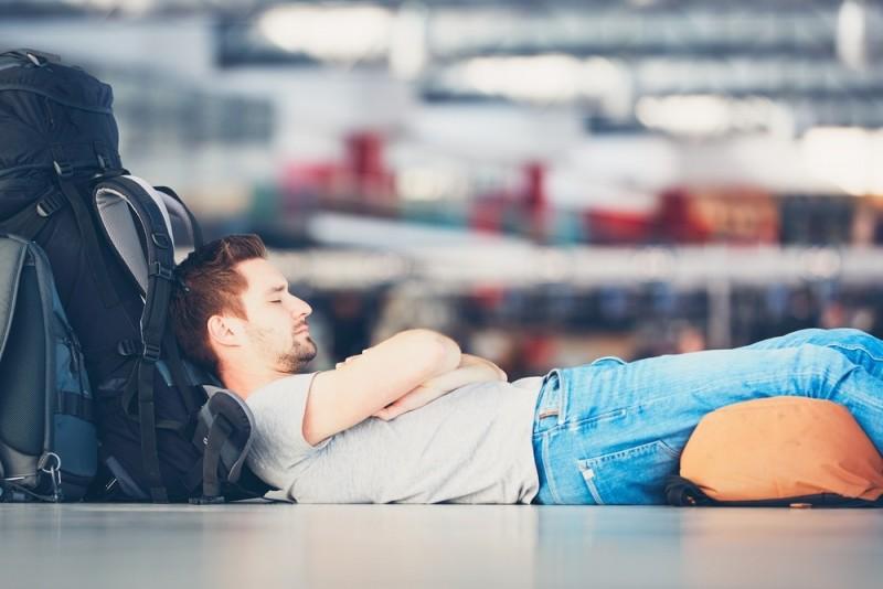 Mange og lange timer i lufthavnen